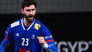 Ludovic Fabregas serre le poing lors de la victoire de la France contre la Suisse,le 18 janvier 2021. (ANNE-CHRISTINE POUJOULAT / POOL)