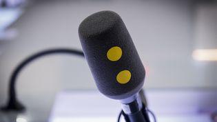 Comment les professionnels du monde médical et de la science sont-ils sélectionnés sur l'antenne de franceinfo ? (LIONEL BONAVENTURE / AFP)