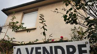 Une maison à vendre à Caen (Calvados). (MYCHELE DANIAU / AFP)