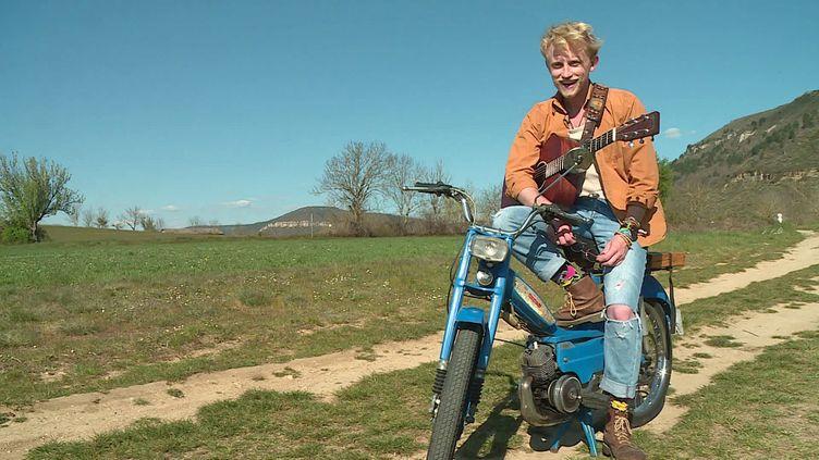 Petit-Jérémy sur le tournage de son premier clip en Aveyron (France 3 Occitanie)