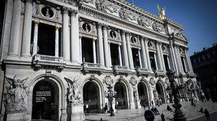 Des cartouches et des chargeurs ont été découverts sous l'Opéra Garnier, à Paris, lundi 6 août. (STEPHANE DE SAKUTIN / AFP)