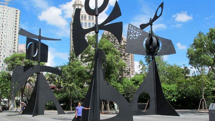 Girouettes Monumentales (Marbella-Shanghai), 2010 (Mobile en acier et roulement à billes), de 12 mètres de haut.  (Galerie LOFT, Paris )