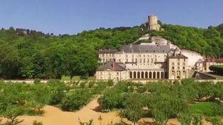 Le 19/20 vous emmène à la découverte du château de La Roche-Guyon, près de Giverny (Eure) et plus particulièrement de son petit théâtre à l'italienne, sélectionné en 2019 par la Mission Patrimoine. (France 3)