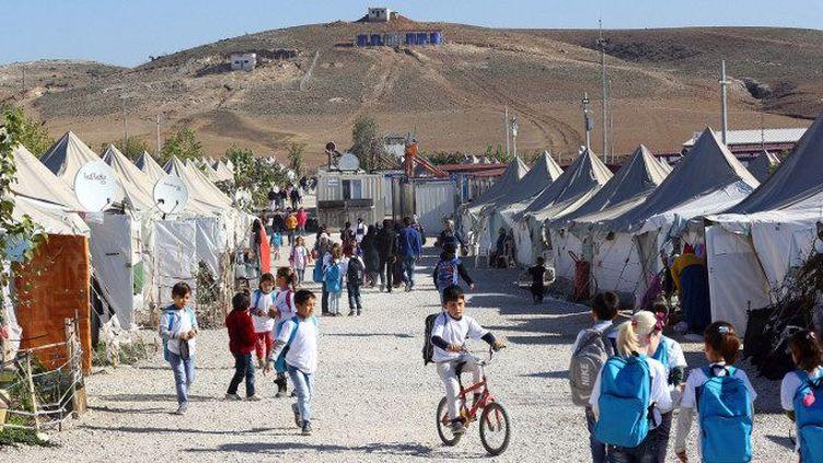 Camp d'Osmaniye, en Turquie, le 15 décembre 2015. 260.000 réfugiés syriens sont installés dans ce camp en Turquie, près de la frontière syrienne. (ADEM ALTAN / AFP)