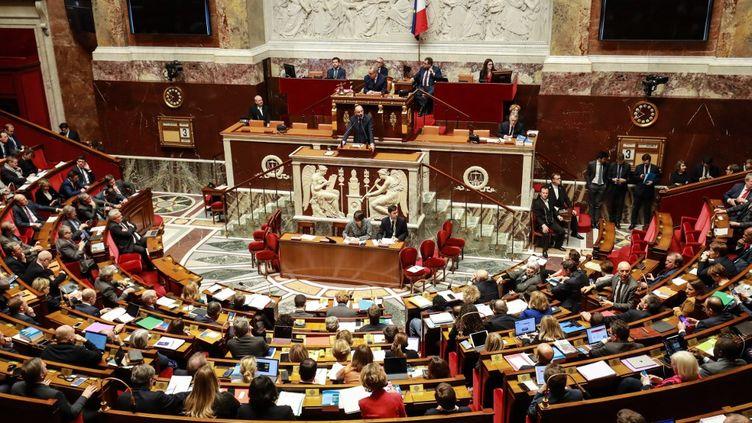 Les députés dans l'hémicycle de l'Assemblée nationale à Paris, le 3 mars 2020. (LUDOVIC MARIN / AFP)