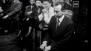 """Le """"bal des timides"""", en 1953. (INA)"""