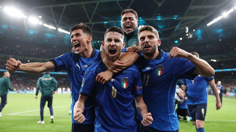 Les Italiens célèbrent la victoireface à l'Espagne en demi-finale de l'Euro, le 6 juillet (CARL RECINE / AFP)