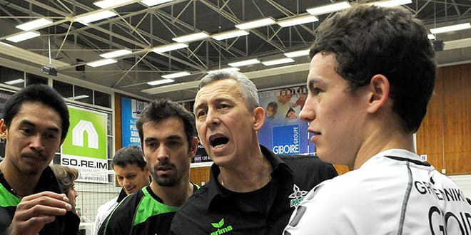 En 2010, Jenia Grebennikov a 20 ans et son père (de face) le dirige dans l'équipe de Rennes