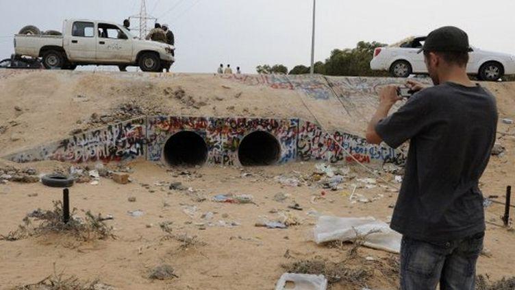 Le lieu où ont été tournées les premières images post-morterm de l'ancien dirigeant libyen. (PHILIPPE DESMAZES / AFP)
