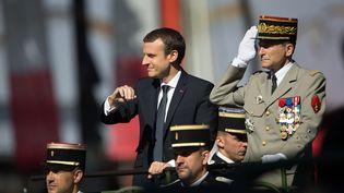 Emmanuel Macron et le généralPierre de Villiers, le 14 juillet 2017, lors du traditionnel défilé militaire à Paris. (CITIZENSIDE / YANN BOHAC / AFP)
