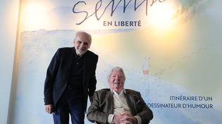 Sempé au vernissage de l'exposition qui lui est consacrée au musée Mer Marine, au coté de Norbert Fradin, propriétaire du lieu. (FABIEN COTTEREAU / MAXPPP)