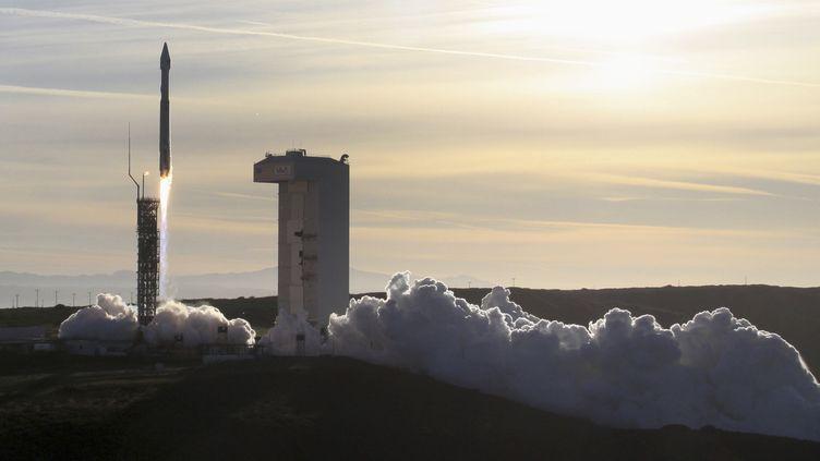 Les Etats-Unis lancent une fusée portant un satellite militaire depuis une base en Californie, le 3 avril 2014. (Photo d'illustration) (GENE BLEVINS / REUTERS)