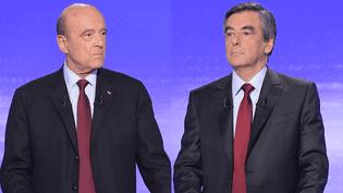 Alain Juppé et François Fillon lors d'un débat télévisé sur France 2 avant le premier tour de la primaire à droite, le 17 novembre 2016. (AFP)