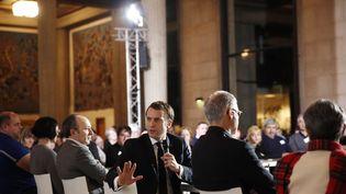 Le président de la République, Emmanuel Macron, le 10 janvier 2020 devant les membres de la Convention citoyenne pour le climat. (YOAN VALAT / AFP)