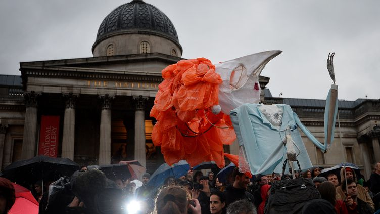 Ils étaient quelques centaines de manifestants à Londres pour célébrer la mort deMargaret Thatcher, samedi 13 avril 2013. (BEN STANSALL / AFP)