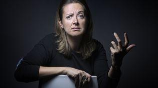 La journaliste belge CharlineVanhoenacker pose à Paris, le 3 novembre 2015. (JOEL SAGET / AFP)