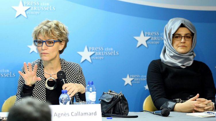 La rapporteure spéciale de l'ONU, Agnès Callamard, et la fiancée de Jamal Khashoggi, Hatice Cengiz, le 3 décembre 2019 à Bruxelles (Belgique). (DURSUN AYDEMIR / ANADOLU AGENCY / AFP)