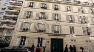 L'immeuble du 16e arrondissement de Paris où des bonbonnes de gaz ont été découvertes, le 3 octobre 2017. (MAXPPP)