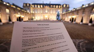 """La """"lettre aux Français"""" du président Emmanuel Macron, publiée le 13 janvier 2019. (LUDOVIC MARIN / AFP)"""