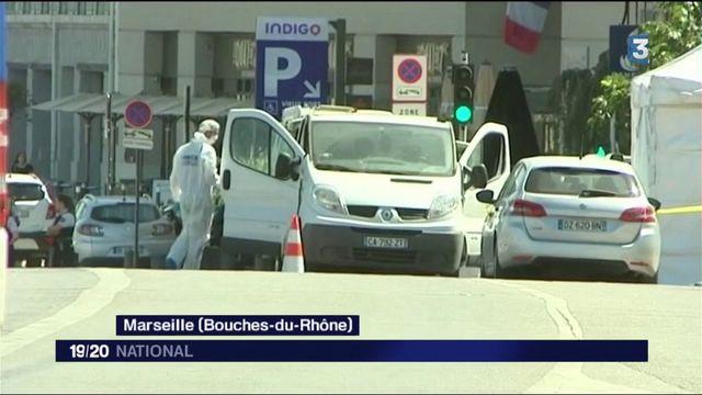 Marseille : une camionnette fonce dans deux abribus