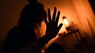 Dans une tribune publiée sur le site de franceinfo, les familles de victimes proposent des mesures concrètes pour en finir avec les violences faites aux femmes (photo d'illustration) (STEPHANIE PARA / MAXPPP)
