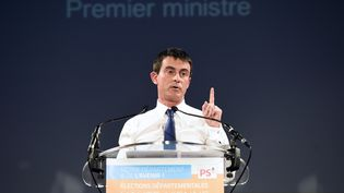 Le Premier ministre, Manuel Valls,en meeting pour le PS le 5 mars 2015 àBoisseuil (Haute-Vienne). (PASCAL LACHENAUD / AFP)