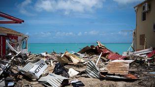 Les dégâts à Grande-Case sur l'île de Saint-Martin après le passage de l'ouragan Irma, le 11 septembre 2017. (MARTIN BUREAU / AFP)