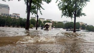 La Seine en crue recouvre les quais à Paris, après de violentes intempéries, le 2 juin 2016. (MAXPPP)
