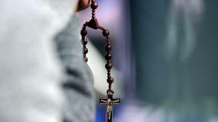 Le rapport dénonce les exactions de 300 prêtres pédophiles. (JEWEL SAMAD / AFP)