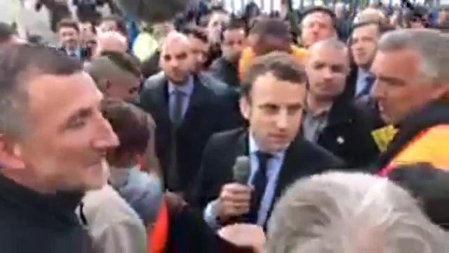Emmanuel Macron avec les salariés de Whrilpool à Amiens
