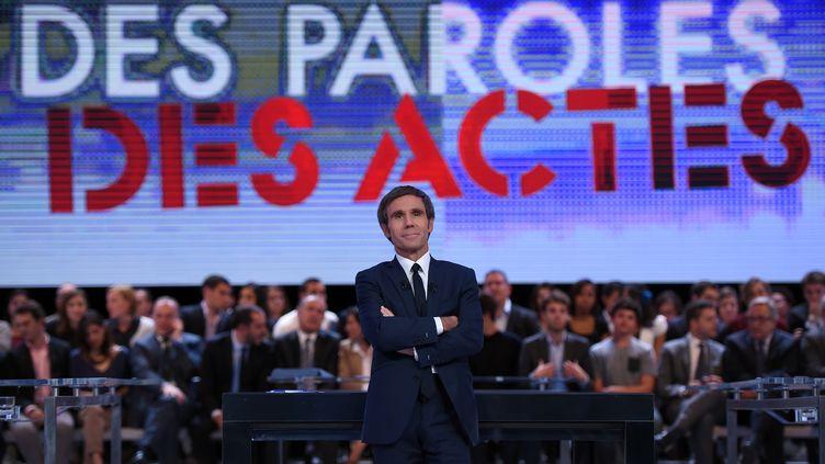 """David Pujadas sur le plateau de """"Des paroles et des actes"""", le 24 septembre 2015. (STEPHANE DE SAKUTIN / AFP)"""