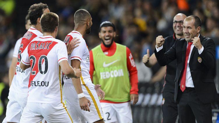 Leonardo Jardim et ses joueurs de l'ASM (FABRICE COFFRINI / AFP)