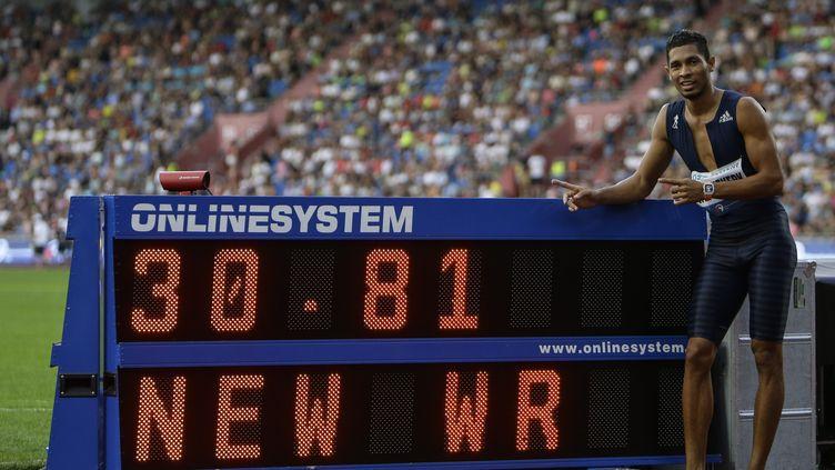 Wayde van Niekerk fier de son record du monde du 300m, établi à Ostrava et qui efface des tablettes Micheal Johnson (DAVID W CERNY / X01548)