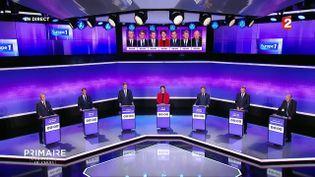 Les candidats à la primaire de la gauche sur le plateau de France 2, le 19 janvier 2017. (FRANCE 2)