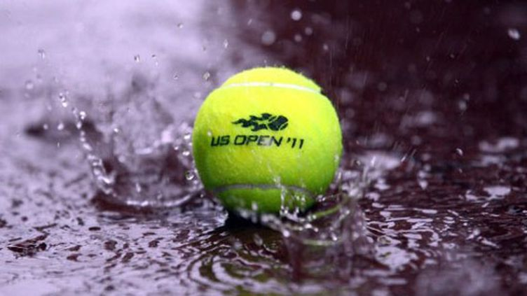 Balle sous la pluie (JULIAN FINNEY / GETTY IMAGES NORTH AMERICA)