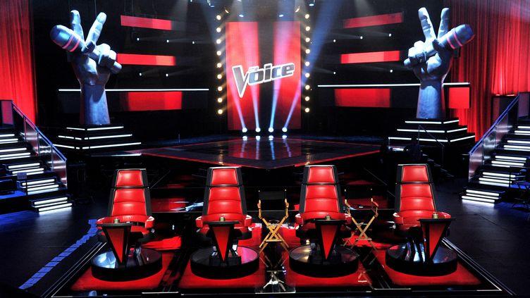 """Le plateau de l'émission """"The Voice"""", version américaine, le 28 octobre 2011 à Culver City, en Californie (KEVIN WINTER / GETTY IMAGES NORTH AMERICA / AFP)"""