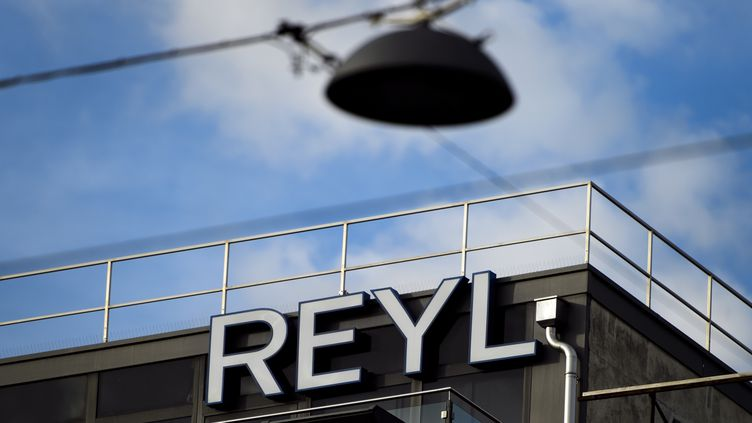"""La banque Reyl,à Genève,15 juin 2013. Un information judiciaire visant l'établissement a été ouverte pour """"blanchiment de fraude fiscale"""". (FABRICE COFFRINI / AFP)"""