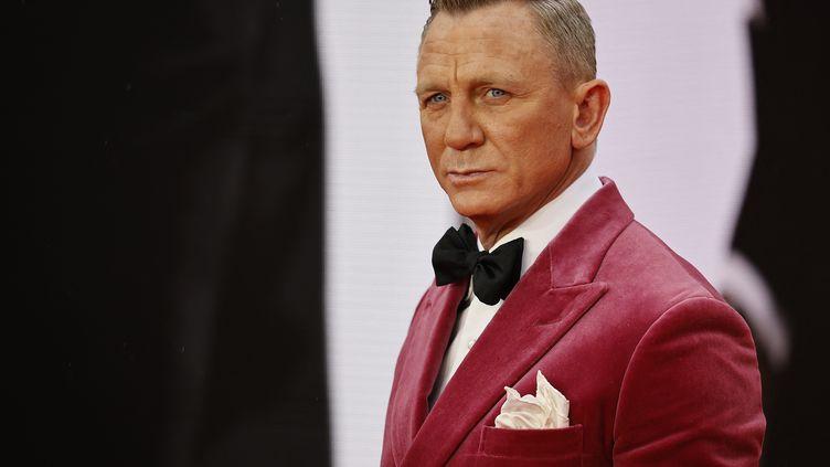 """L'acteur britannique Daniel Craig, qui incarne James Bond pour la 5e fois dans """"Mourir peut attendre"""", arrive à l'avant-première du film, mardi 28 septembre à Londres (Angleterre). (TOLGA AKMEN / AFP)"""