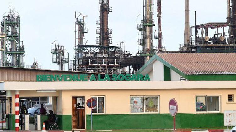 Une vue de la raffinerie Sogara à Port Gentil, dans le centre-ouest du Gabon. Depuis 2014, entre 3000 et 5000 personnes ont perdu leurs emplois dans le secteur pétrolier, selon l'Onep. (Photo AFP/Justin Tallis)