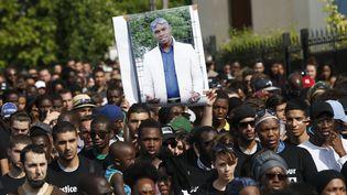 Une manifestation organisée par la famille d'Adama Traoré, le 22 juillet 2016, à Beaumont-sur-Oise (Val-d'Oise). (THOMAS SAMSON / AFP)