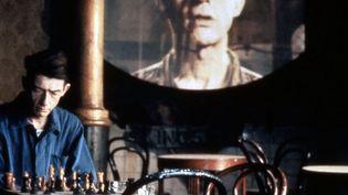 """John Hurt incarne Winston, le personnage principal, dans le film """"1984"""" de Michael Radford sorti en 1984  (Umbrella-Rosenblum Films Product / Collection ChristopheL/ AFP)"""