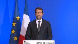 Le ministre de l'Intérieur, Christophe Castaner, place Beauvau, le 16 mars 2020, lors d'une conférence de presse sur la crise sanitaire liée au coronavirus. (FRANCETV / AFP)