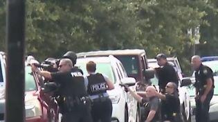 Une nouvelle fusillade a endeuillé les États-Unis. 12 morts sont à déplorer samedi 1er juin. Retour sur les faits. (FRANCE 2)