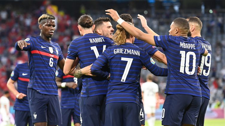 La joie des Bleus lors de leur victoire face à l'Allemagne. (FEDERICO GAMBARINI / DPA)