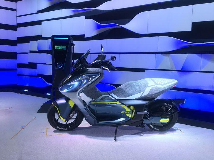 L'E01, l'un des nouveaux scooters Yamaha électriques. (SERGE MARTIN FRANCE INFO)