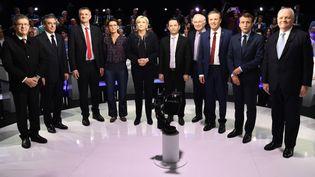 """Les candidats à l'élection présidentielle, à l'exception de Philippe Poutou, posent avant """"Le Grand Débat"""", mardi 4avril sur le plateau de BFMTV et CNews. (LIONEL BONAVENTURE / AFP)"""