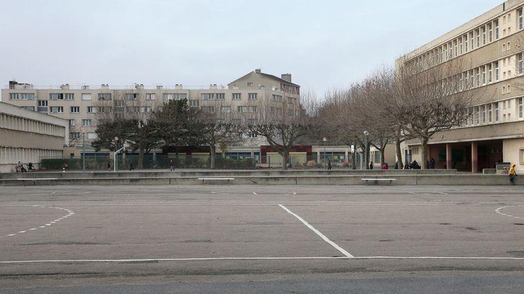 Une vue générale de l'école maternelle où exerçait l'enseignant qui a inventé une agression au cutter, le 14 décembre 2015 à Aubervilliers (Seine-Saint-Denis). (JACQUES DEMARTHON / AFP)