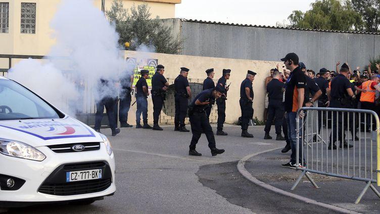 (Selon le gouvernement, 44 policiers et gendarmes avaient été blessés © MAXPPP)