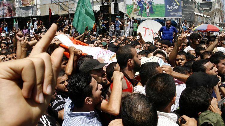 A Gaza, lors des funérailles des trois responsables du Hamas tués par un raid israélien, le 21 août 2014. (RAHIM KHATIB / ANADOLU AGENCY / AFP)