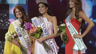 Miss Venezuela 2012, Maria Gabriela Isler, entourée de ses dauphines, lors de son élection,à Caracas (Venezuela). (ARIANA CUBILLOS / AP / SIPA )